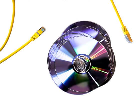 LAN-Kabel und DVDs